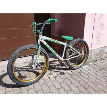 Rower wheelie bike stunt SE Bikes Beast pumptrack