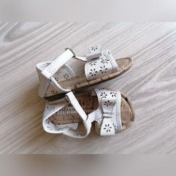 Sandałki dla dziewczynki r. 20, 12cm