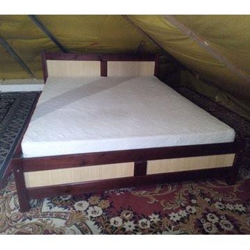 łóżko kolonialne z materacem