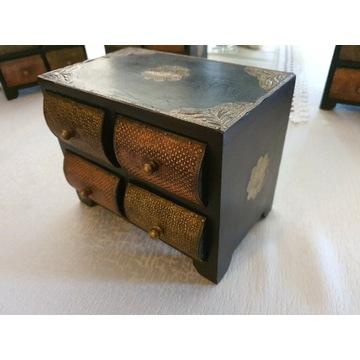 Meble kolonialne szafki na biżuterie kolonialne
