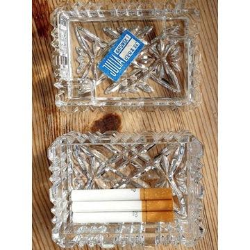 Opakowanie po Caro, 3 papierosy i pojemnik