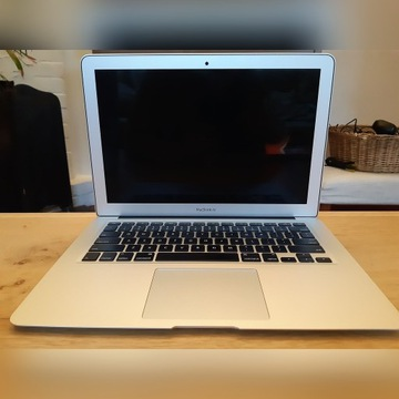 Macbook Air (13 cale, 1.8GHz i5, 256 GB)