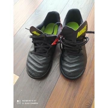 Korki piłka rozm.36 Nike