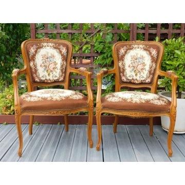 para haftowanych foteli, krzeseł w stylu rokoko