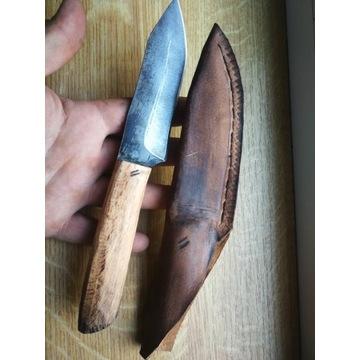 Recznie robiony nóż custom Bushcraftowy w drewnie