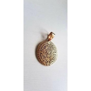 Złota zawieszka kalendarz majów Versace 585