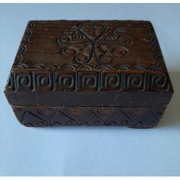 Małe stare pudełeczko szkatułka na biżuterię