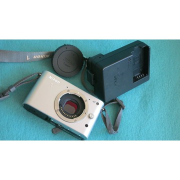 Nikon 1 J1 - korpus + adapter obiektywu M39 + inne