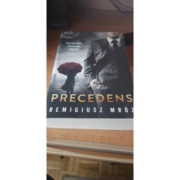 "Remigiusz Mróz "" Precedens """
