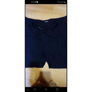 Czarne spodnie z szeroką nogawka