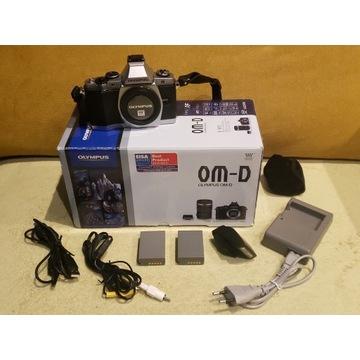 OLYMPUS OM-D E-M5 14-42mm 3.5-5.6 TORBA DODATKI