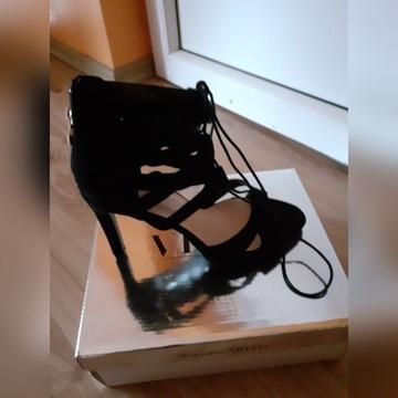 Sandalki czarne wiązane roz 38