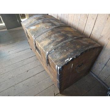 Stary kufer w ładnym stanie