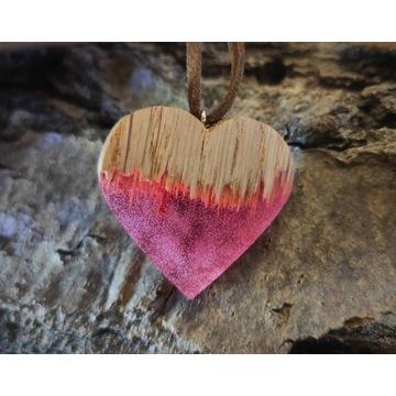 Naszyjnik serce z drewna i żywicy, Dzień Kobiet