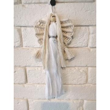 Anioł z czterolistną koniczyną
