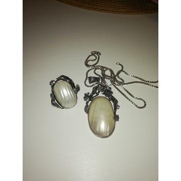 Srebrny komplet z masą perłowa wisior pierścionek