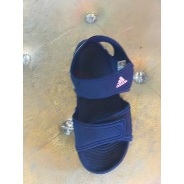 Prawie nowe sandały adidasa.