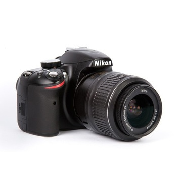 Nikon D3200 + AF-S18-55 3,5-5,6 VR