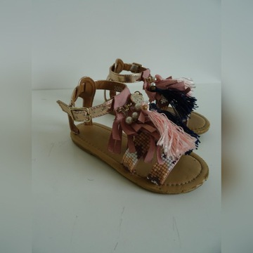 Sandałki z frędzelkami r 28, wkładka 18 cm