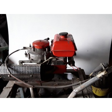 Silnik od polskiej kosiarki spalinowej