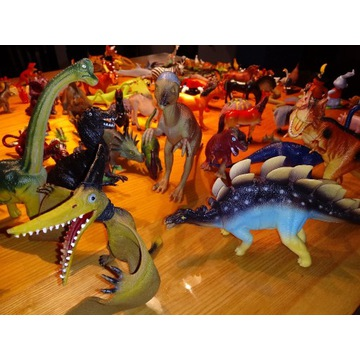 Zestaw figurek: dinozaury, owady, zwierzęta. 90+