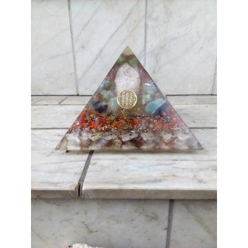 Orgonit-Piramida boki 4x16 cm ;1,5 kg