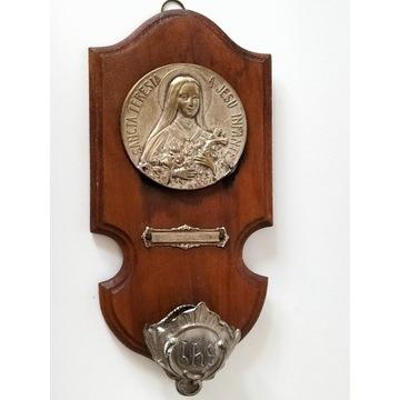 Przedwojenna kropielnica z wizerunkiem św.Teresa s