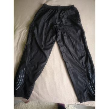 Czarne spodnie dresowe z prostą nogawką r. L