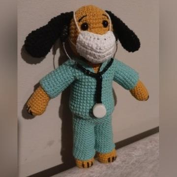 Piesek Doktor Lekarz szydełko handmade