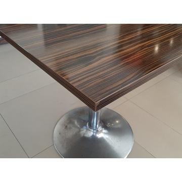 Stoliki na metalowej podstawie
