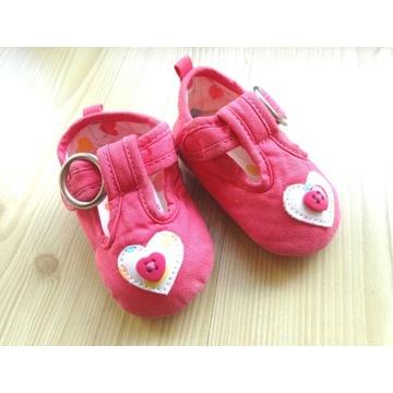 Buciki papucie niechodki różowe serca 3 miesiące