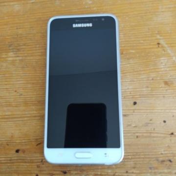 Samsung Galaxy J3 16 + dwa etui
