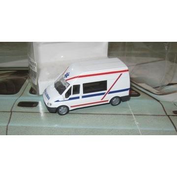 Ambulans Ford Transit PL * Rietze 1/87