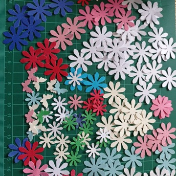 Kwiatki scrapki dekoracje ślubne stroiki 100 szt