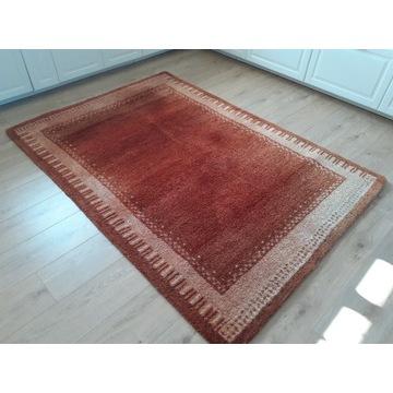 Piękny gruby wełniany dywan 140x200cm jak nowy.