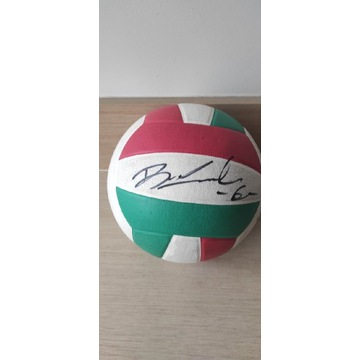 Piłka z autografem Bartka Kurka