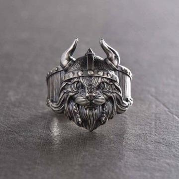 Pierścień Kot Wiking pierścionek sygnet runy miecz