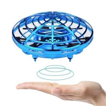 Dron UFO sterowany ręką
