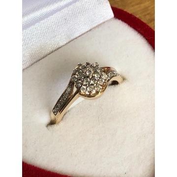 Złoty pierścionek Apart z diamentami 0,35ct