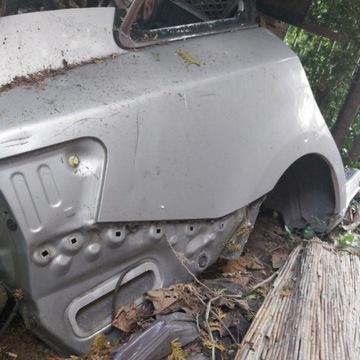 KOMPLETNY Błotnik PRAWY Tył Toyota Avensis T27 13r