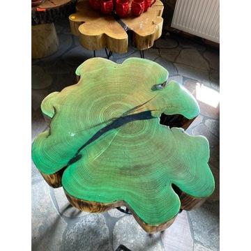 Stół z drzewa Akacji zalany żywicą