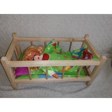 Łóżeczko drewniane dla lalki z lalką i pościelą