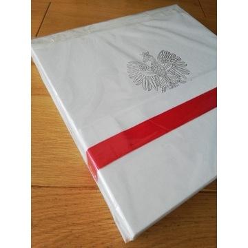 Unikatowa flaga z autografem premiera.