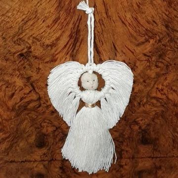 Aniołek na choinkę - ręcznie wykonany, biały.