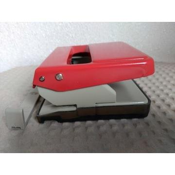 Dziurkacz metalowy czerwony LEITZ 5008