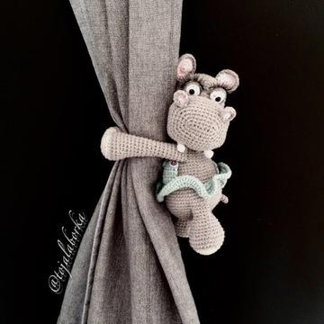 Upinacz na zasłony firany okno hipopotam prezent