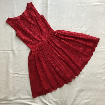 Piękna sukienka szyta na miarę z paskiem i halką