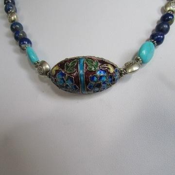 Naszyjnik barwna emalia w metalu, lapis, howlit