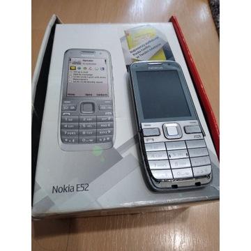 Nokia E52 + 3 baterie, pudełko, etui