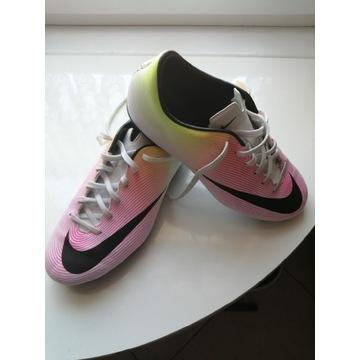 Buty sportowe korki piłkarskie firmy Nike